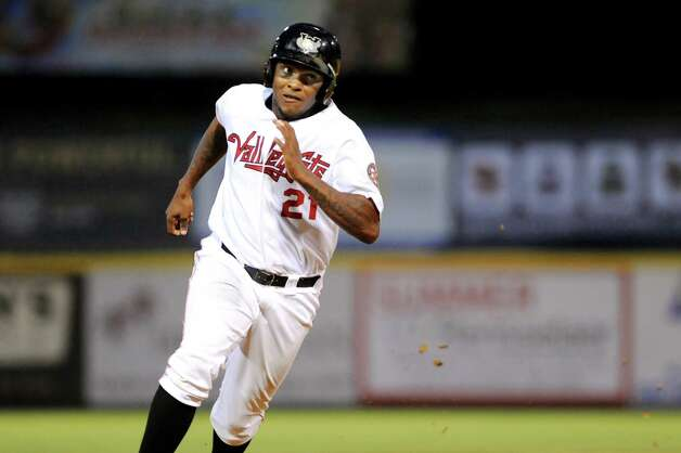ValleyCats' Ariel Ovando motors towards third during their baseball game against the  Vermont Lake Monsters on Thursday, Aug. 21, 2014, at Bruno Stadium in Troy, N.Y. (Cindy Schultz / Times Union) Photo: Cindy Schultz / 00028231A