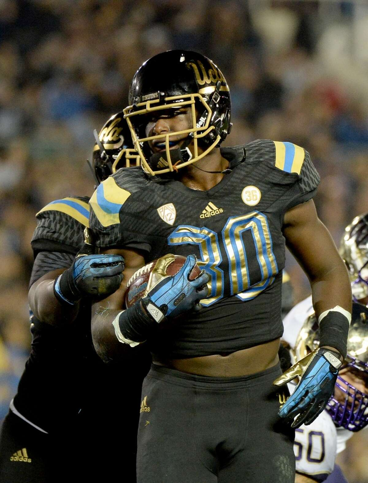 OLB Myles Jack, UCLA Height/weight: 6-1, 245 40-yard dash: 4.56 Knee surgery to repair a torn meniscus in September cost him a season, but he was a two-year starter who played linebacker, safety and running back. Perhaps the best athlete in the draft. Some teams like him as a big strong safety who can blitz or drop into coverage. He also can be a big-time rusher in a 3-4. Some teams have concerns about his knee. He should be a top-10 pick.
