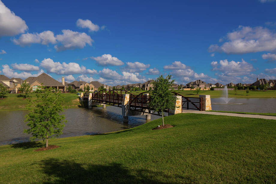 The last major community in the city of Friendswood, West Ranch continues to appeal to residents of all ages because of its diverse selection of new homes and amenities. / ©2013 Steve Chenn Photography