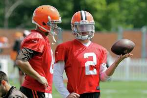 Manziel fined for obscene gesture - Photo