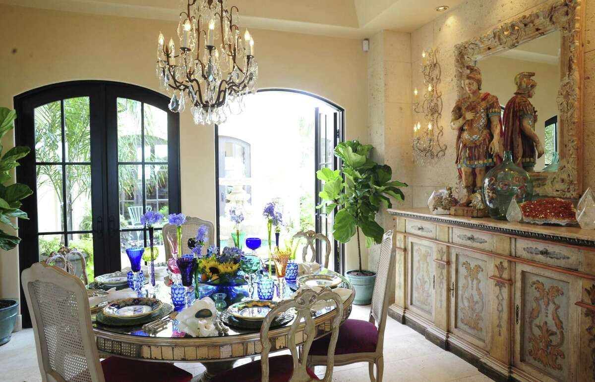 Cinda Stanley's floral-accented dining table setting features a colorful mix of Italian dishes and Czech glassware.