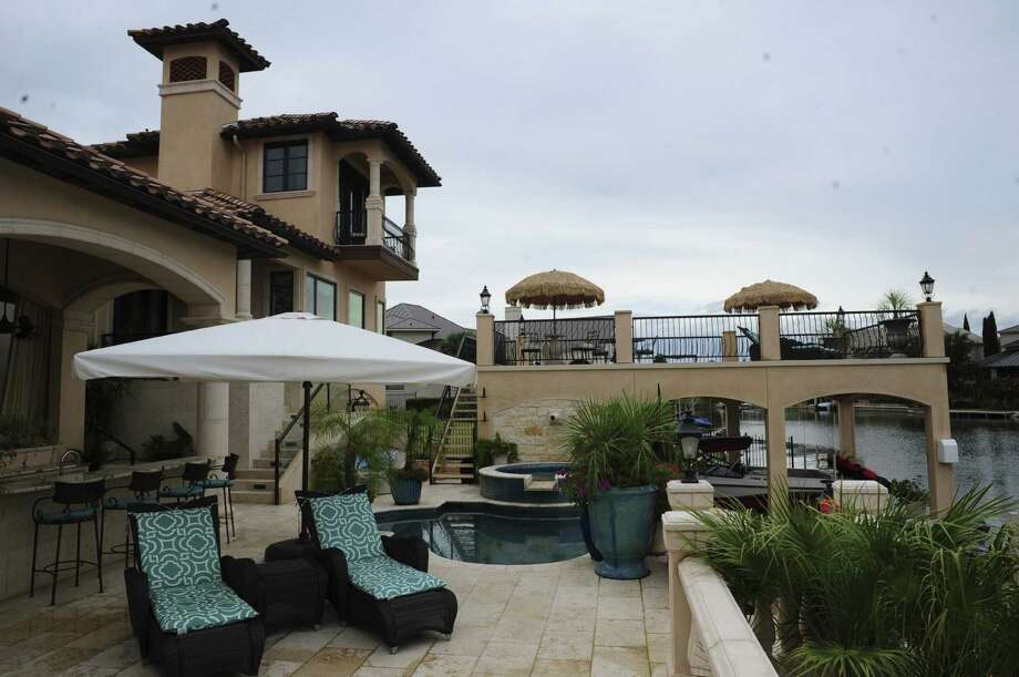 Mediterranean with a contemporary twist is how interior designer Cinda Stanley describes the home she and her husband share on Lake LBJ in Horseshoe Bay. Photo: Photos By Billy Calzada / San Antonio Express-News / San Antonio Express-News