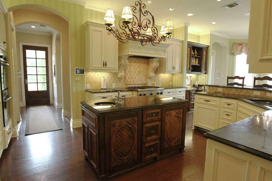 Interior designer Julie Bradshaw of Bradshaw Designs helped Meggan Leonard execute her vision for a comfortable working kitchen. Photo: Kin Man Hui, San Antonio Express-News / ©2014 San Antonio Express-News