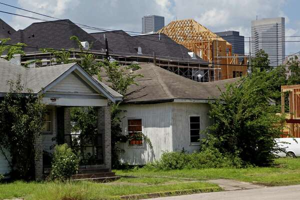 New construction is dwarfing the old homes in Houston's Third Ward. ( Gary Coronado / Houston Chronicle )