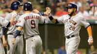 Astros win with late offense - Photo
