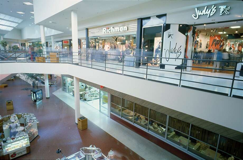 Sharpstown Mall, Aug. 22, 1984. Photo: Steve Ueckert, Houston Chronicle