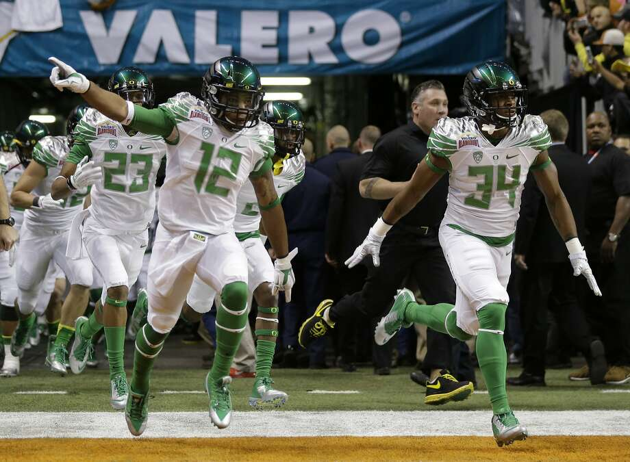 Oregon players took the field for the Alamo Bowl last season, but they hope for much better this time around. Photo: Eric Gay, Associated Press