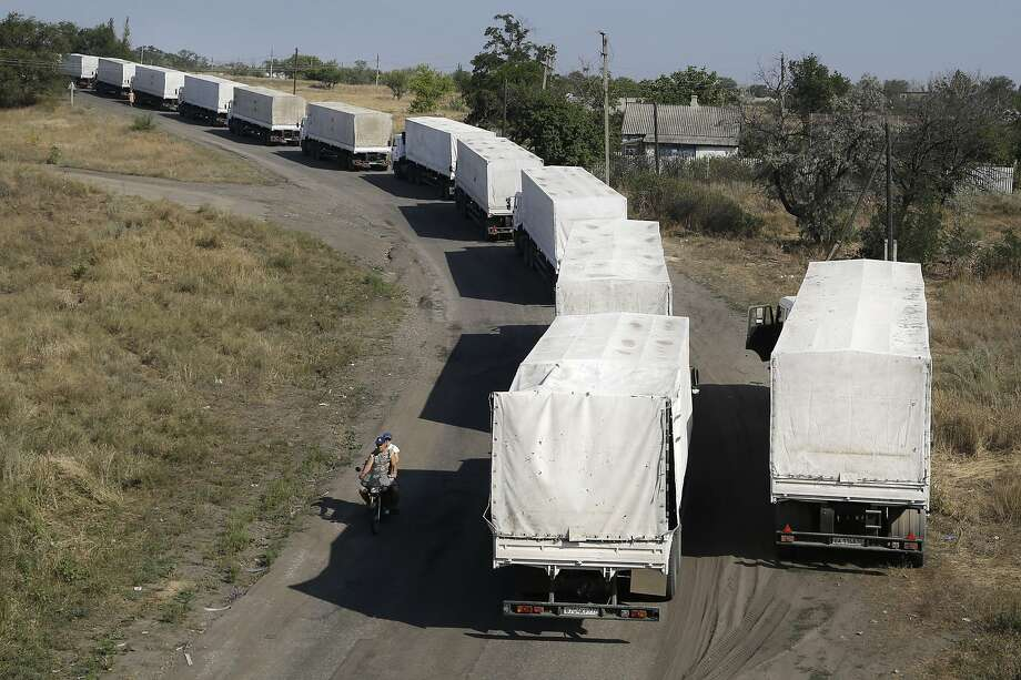 A Russian aid convoy waits for trucks to be inspected at a checkpoint at Izvaryne in eastern Ukraine as it returns to Russia. The mission was carried out without clearance from Ukraine. Photo: Sergei Grits, Associated Press