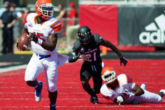 Sam Houston State's Jared Johnson scores on a 53-yard run in the first half against Eastern Washington.