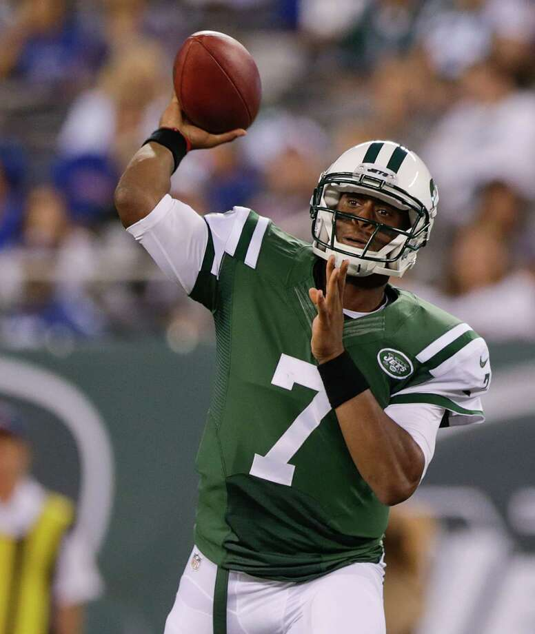 New York Jets quarterback Geno Smith (7) throws against the New York Giants in the first quarter of a preseason NFL football game, Friday, Aug. 22, 2014, in East Rutherford, N.J. (AP Photo/Julio Cortez)  ORG XMIT: ERU104 Photo: Julio Cortez / 1DX