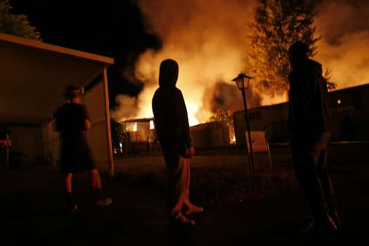 A fire burns in a mobile home park in Napa, Calif. after an earthquake on Sunday, August 24, 2014, Photo: Scott Strazzante, The Chronicle