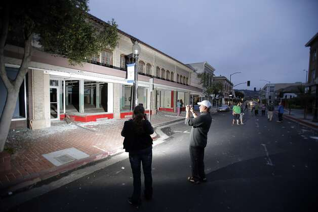 Residents survey damage as dawn reveals the aftermath of an earthquake in Napa, Calif., as a strong earthquake hit the San Francisco Bay Area centered near American Canyon522298, on Sunday, August 24, 2014. Photo: Carlos Avila Gonzalez, The Chronicle