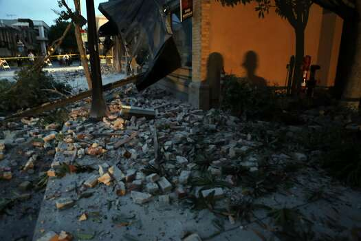 Bricks lay on the sidewalk after an earthquake damaged a building on 2nd Street in Napa, Calif. on Sunday, August 24, 2014, Photo: Scott Strazzante, The Chronicle