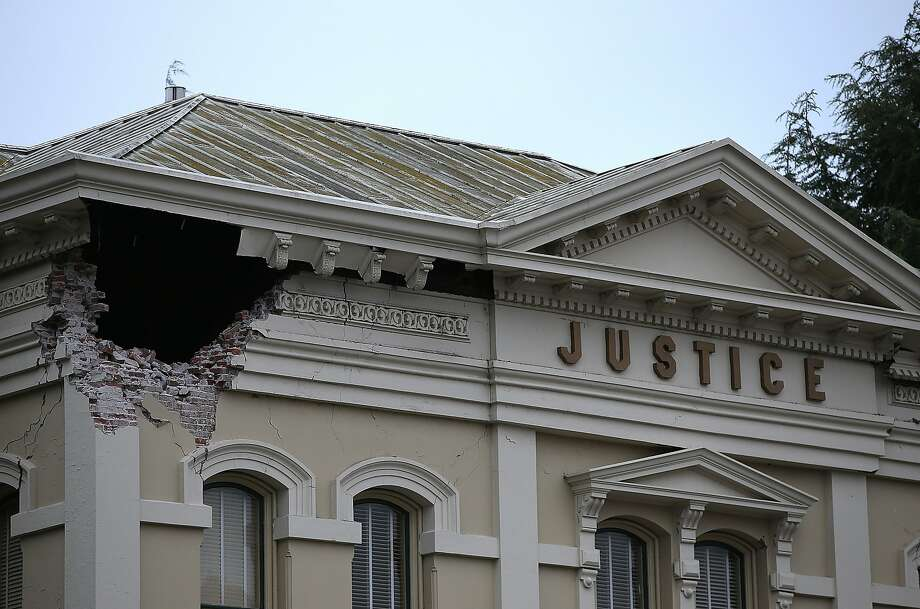 A section of the Napa County Court house is seen damaged following a reported 6.0 earthquake on August 24, 2014 in Napa, California.  Photo: Justin Sullivan, Getty Images