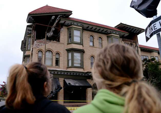 Spectators survey damage to a building at the corner of Brown and Second Streets in Napa, California, after an earthquake struck early August 24, 2014. Photo: Alvin Jornada, Special To The Chronicle