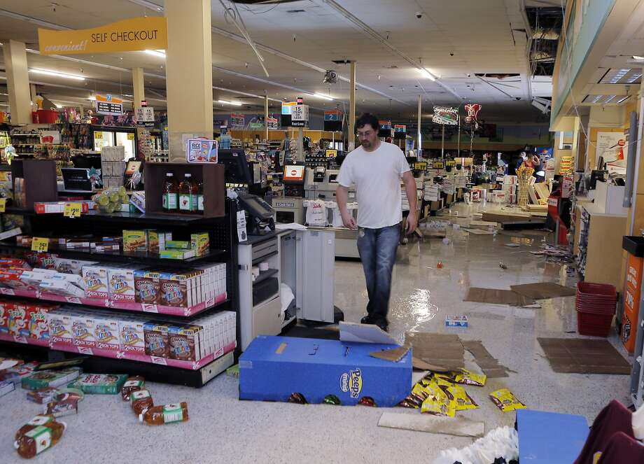 Kevin Coursey walks through the Lucky's store in Napa, Calif., as cleanup was underway after a strong earthquake hit the San Francisco Bay Area centered near American Canyon, on Sunday, August 24, 2014. Photo: Carlos Avila Gonzalez, The Chronicle