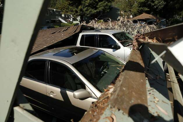 Earthquake damage to car garages at Charter Oaks on Browns Valley Road in Napa, Calif. on Sunday, August 24, 2014, Photo: Scott Strazzante, The Chronicle