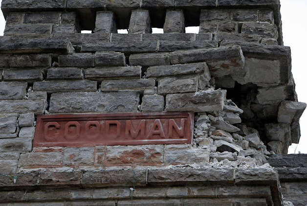 Earthquake damage to facade of Goodman Library in Napa, Calif. on Sunday, August 24, 2014, Photo: Scott Strazzante, The Chronicle