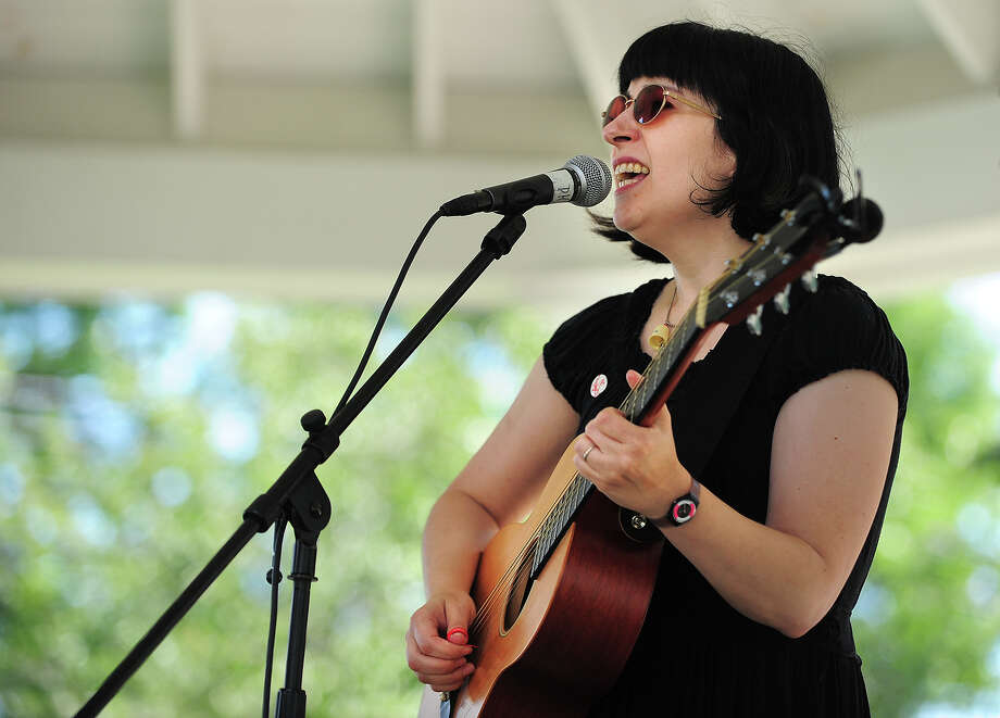 Singer/songwriter Lys Guillorn, of Shelton, performs at the Artists & Artisans in Paradise fair on Paradise Green in Stratford, Conn. on Sunday, August 24, 2014. Photo: Brian A. Pounds / Connecticut Post