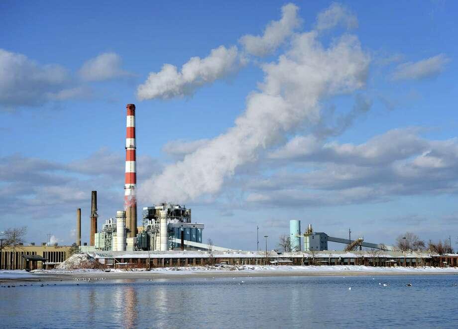 PSEG's Bridgeport Harbor Station power plant, in Bridgeport, Conn. Thursday, Jan. 23, 2014. Photo: Autumn Driscoll / Connecticut Post