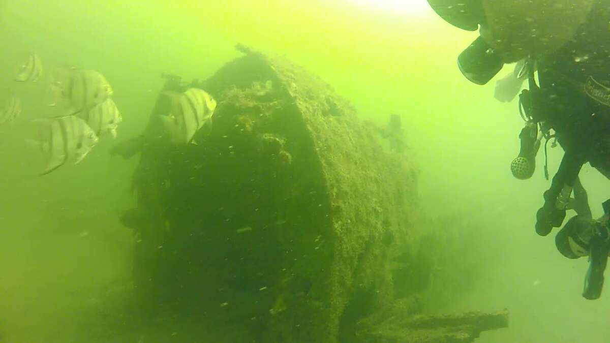 Texas family discovers crashed WWII plane on Gulf dive trip