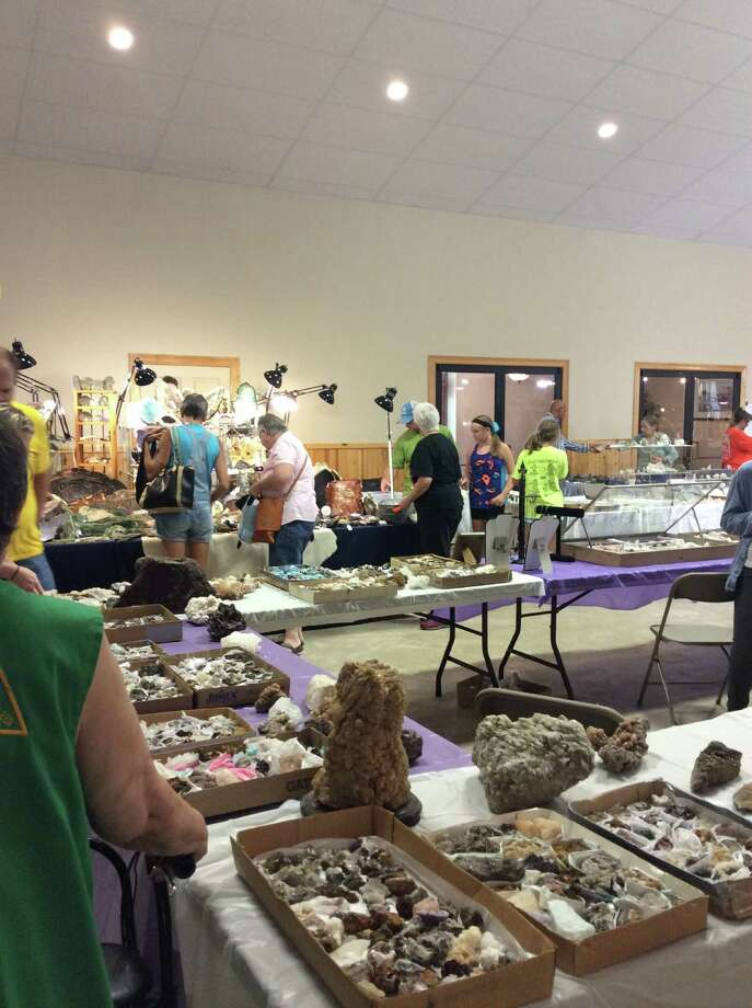 Pine Country Gem and Mineral show photo by Shannon Stott