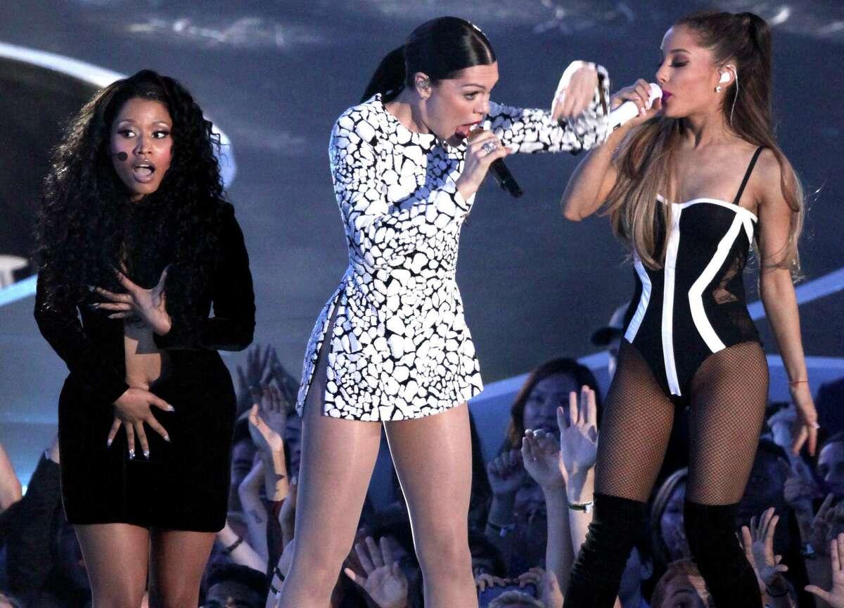 Nicki Minaj Flashes Her Boobs In Wardrobe Malfunction