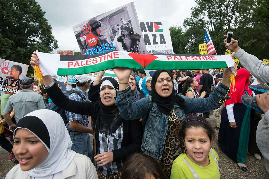 Pro-Palestinian demonstrators gather in front of the White House on Aug. 2 to demand an end to the war in Gaza. Photo: Nicholas Kamm, AFP/Getty Images
