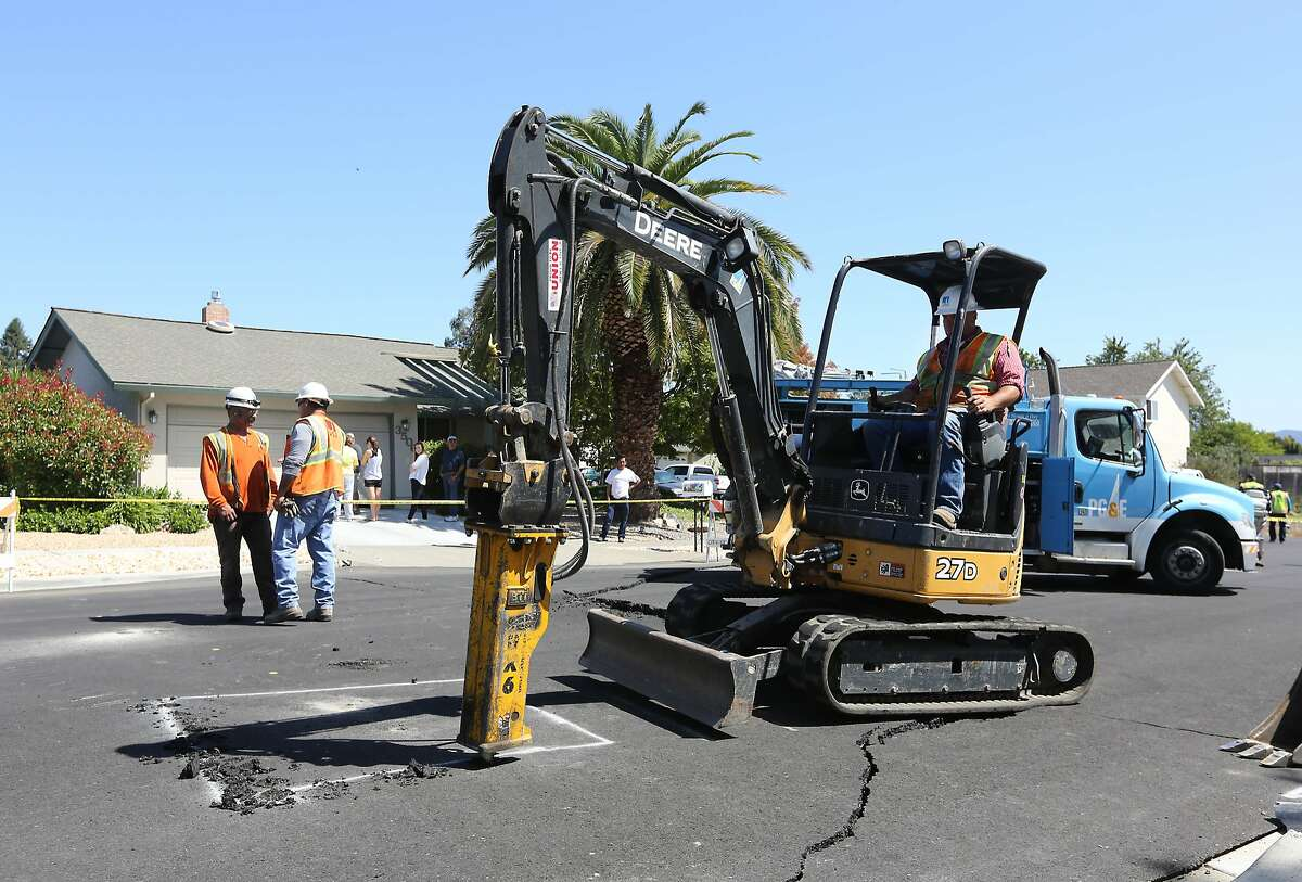 Pg&E crews begin digging up a section of Twin Oaks drive to check for a suspected gas leak that might have occurred after an early morning earthquake Sunday, Aug. 24, 2014, in Napa, Calif. The predawn earthquake ruptured water mains and gas lines and damaged some of the region's famed wineries. .(AP Photo/Rich Pedroncelli)