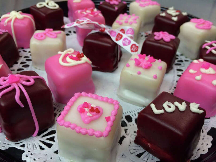 """Petit four (peh-TEE FOR):A bite-size iced cake. Audio: Click here to hear the term """"Petit four."""""""