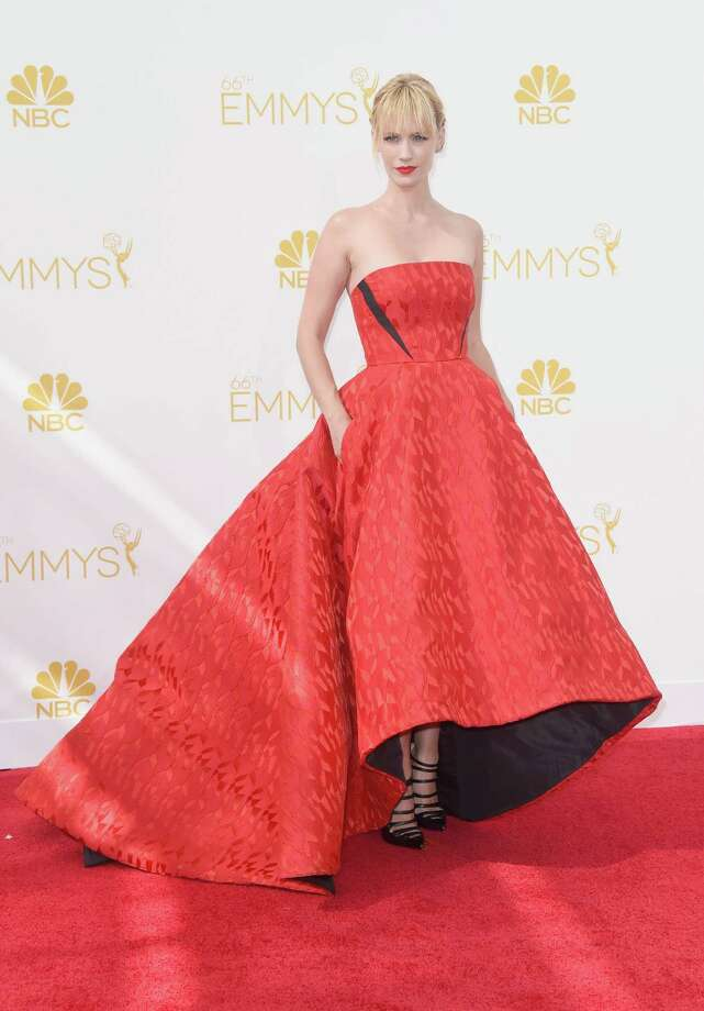 Red-carpet red: January Jones in Prabal Gurung Photo: Frazer Harrison, Staff / 2014 Getty Images