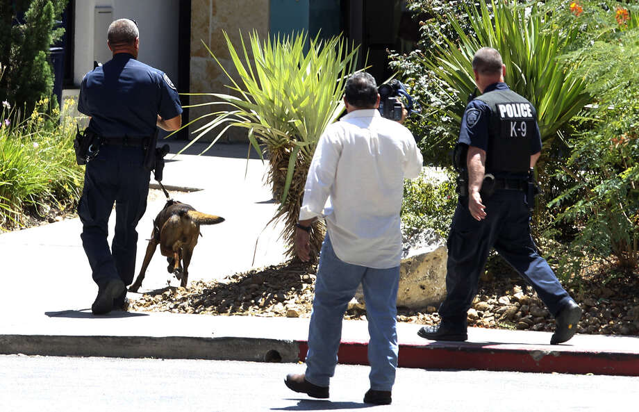 San Antonio police look for two men who stole a bag of money from an armored truck in a Macy's parking lot at the North Star Mall around 1 p.m. Monday. Photo: John Davenport / San Antonio Express-News / ©San Antonio Express-News/John Davenport