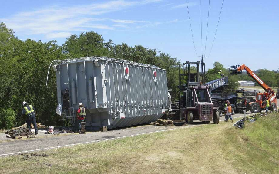 This transformer bound for an electrical substation in Com-fort came off its transport vehicle Friday in Kendall County. Photo: Zeke MacCormack / San Antonio Express-News / San Antonio Express-News