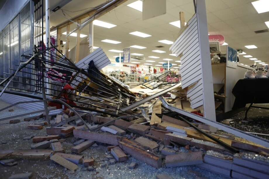 Authorities say three suspects rammed a pickup into the front of a northeast Houston store and made off with a safe about 12:30 a.m. Tuesday in the 8500 block of Mesa. Photo: Cody Duty / Houston Chronicle