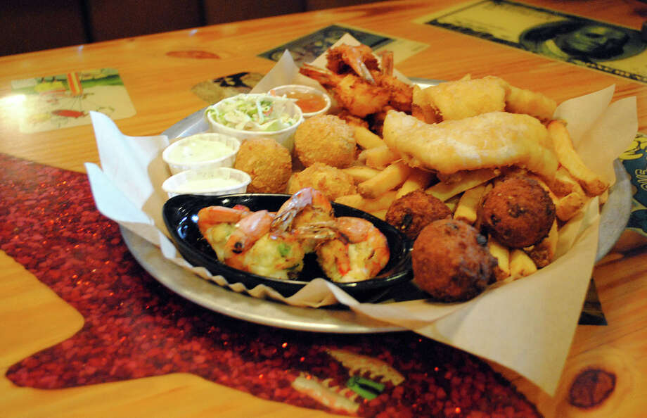 "Joe's Crab Shack's Big ""Hook"" Up platter Photo: Center For Science In The Public Interest"