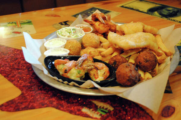 "Joe's Crab Shack's Big ""Hook"" Up platter"