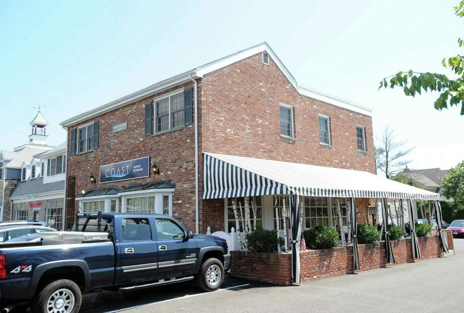 Cos Cob S Coast Seafood Keeps Doing What It Does Best