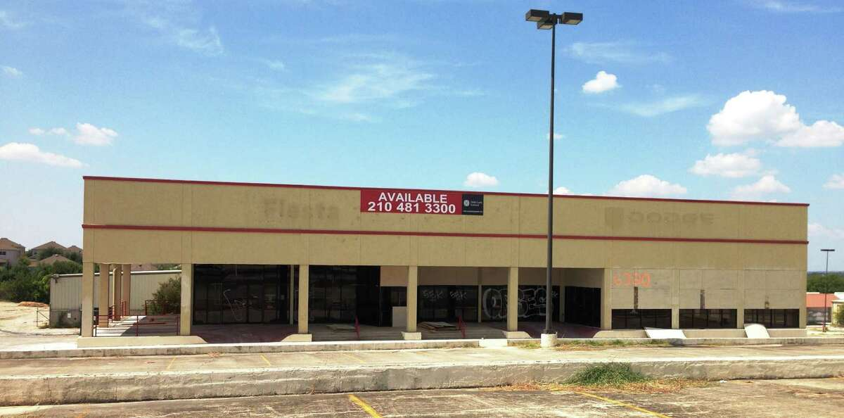 The San Antonio Aquarium in Leon Valley will open December 2014 and will be located at the former Fiesta Dodge dealership, which has been vacant since 2008.