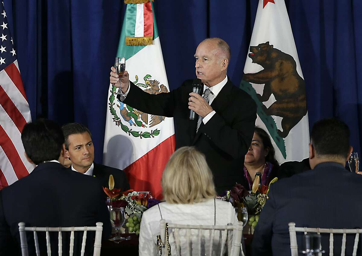 California Gov. Jerry Brown, right, makes a toast to Mexican President Enrique Pena Nieto , second from left, during a luncheon held in his honor at the Leland Stanford Mansion in Sacramento, Calif., Tuesday, Aug. 26, 2014. Pena Nieto was ending a two-day visit to California. (AP Photo/Rich Pedroncelli)