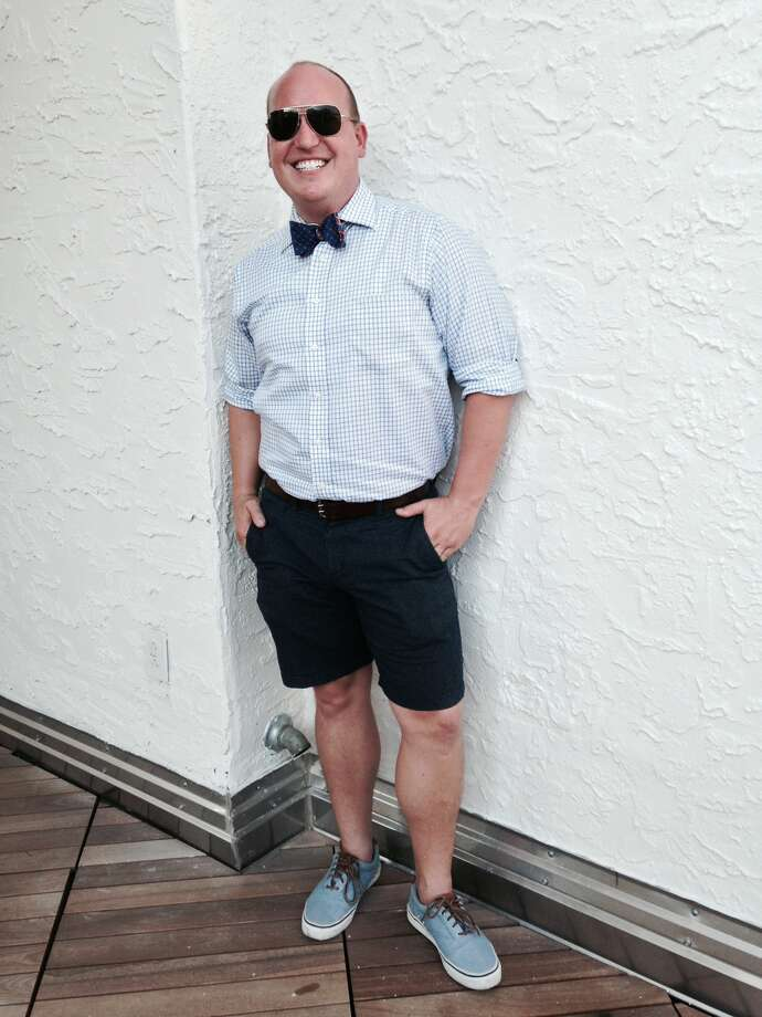 """David Uminski""""owns"""" his look of classy shorts, a button-down shirt (sleeves rolled up) and a print bowtie. The clash of prints and shades of blue, including his chambray sneakers sans the socks, make for a smashing outdoor party look. Photo: Photo By Michael Quintanilla / San Antonio Express-News"""