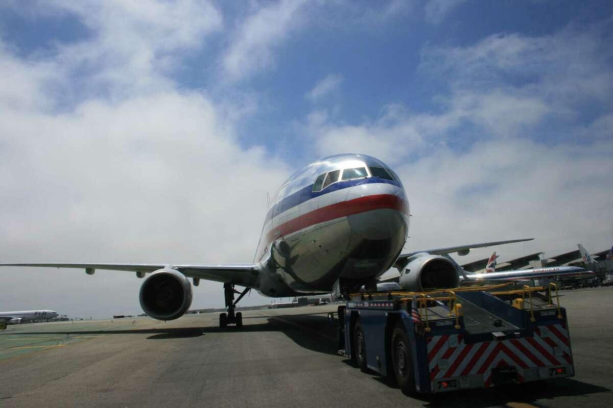 America Airlines: 725,983domestic flights in 2015