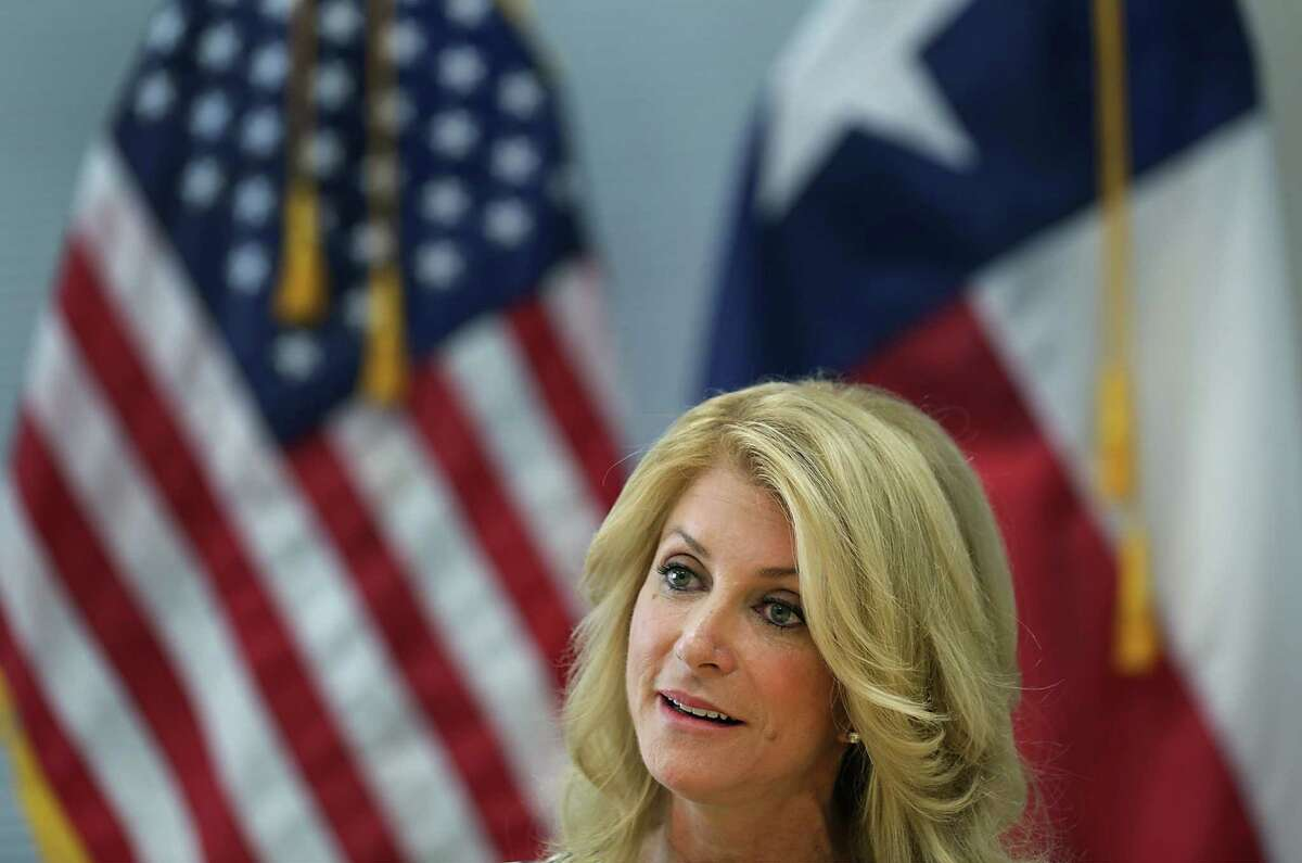 Speaking at Palo Alto College, Sen. Wendy Davis proposed a board designed to help ease students' entry into technical jobs.