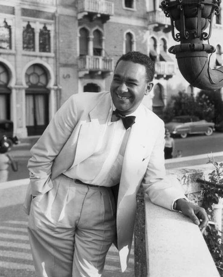 1950:  American writer Richard Wright (1908 - 1960) in Venice for the screening of director Pierre Chenal's film, 'Native Son,' at the Venice Film Festival, Italy, 1950. Wright starred in the film, which was adapted from his novel.  (Photo by Hulton Archive/Getty Images) Photo: Hulton Archive, Getty Images