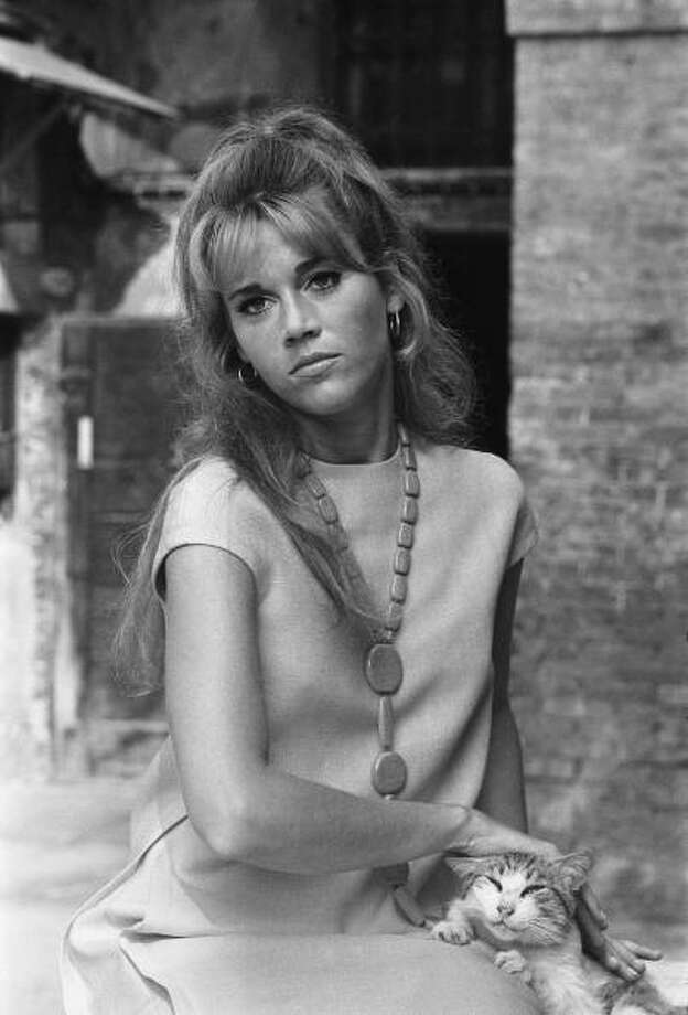 Venice Mostra 1966:  Jane Fonda poses with a cat. Photo: LE TELLIER Philippe, Paris Match Via Getty Images / Paris Match Archive