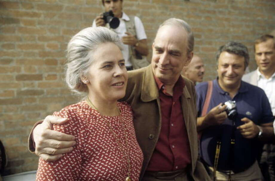 Swedish director and scenarist Ingmar Bergman hugging his wife Ingrid von Rosen in front of the photographers at the 40th Venice International Film Festival. Venice, 1983. (Photo by Alberto Roveri/Mondadori Portfolio via Getty Images) Photo: Mondadori, Mondadori Via Getty Images / MONDADORI PORTFOLIO/Alberto Roveri