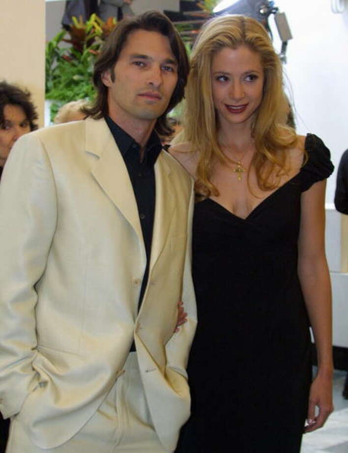 "French actor Olivier Martinez poses with his fiancee, US actress Mira Sorvino, before the projection of  ""The triumph of love"", in comptetition at the 58 th International Film Festival, organized by Venice's Biennale, 05 September 2001. (Photo credit should read GABRIEL BOUYS/AFP/Getty Images) Photo: GABRIEL BOUYS, AFP/Getty Images"