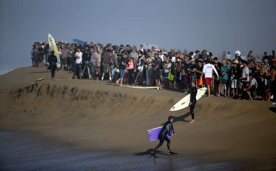 A large crowd gathers to watch surfers and body surfer ride waves at the wedge on Wednesday, Aug. 27, 2014 in Newport Beach, Calif. Beach goers experienced much higher than normal surf, brought on by Hurricane Marie spinning off the coast on Mexico.  Photo: Chris Carlson, Associated Press