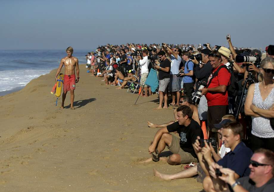 A lifeguard watches surfers ride waves at the wedge on Wednesday, Aug. 27, 2014 in Newport Beach, Calif. Beach goers experienced much higher than normal surf, brought on by Hurricane Marie spinning off the coast of Mexico. Photo: Chris Carlson, Associated Press