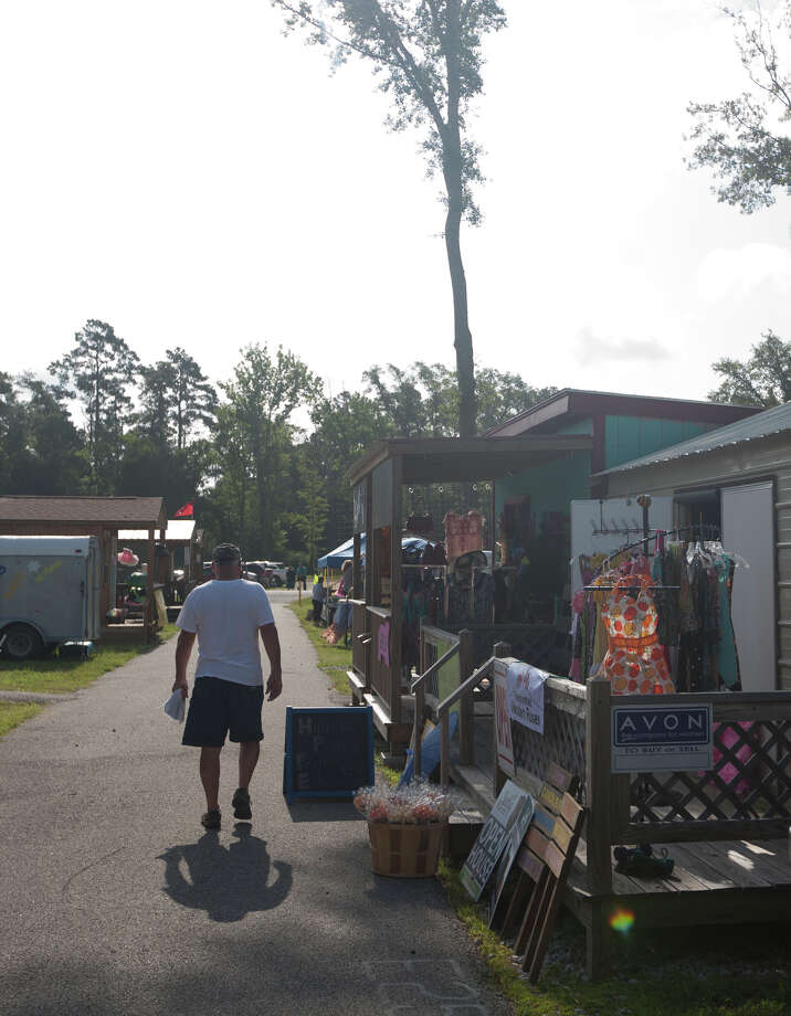 Shoppers took to the Kountze Trade Days and the Kountze Farmer's Market early Saturday morning.  Photo taken Saturday, July 26, 2014.  Photo provided by Miguel Perez Photo: Miguel Perez