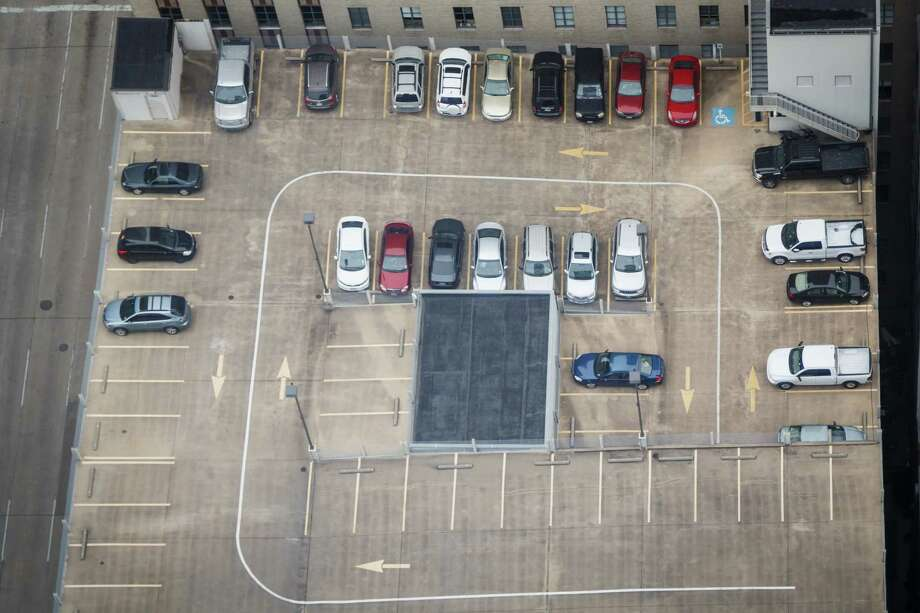 A parking lot filled with cars atop a downtown parking garage BG Group Place at 811 Main St, Wednesday, Dec. 11, 2013, in Houston.  ( Michael Paulsen / Houston Chronicle ) Photo: Michael Paulsen, Staff / © 2013 Houston Chronicle
